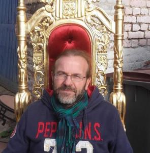 Monsieur Speters, modestement assis sur son trône.
